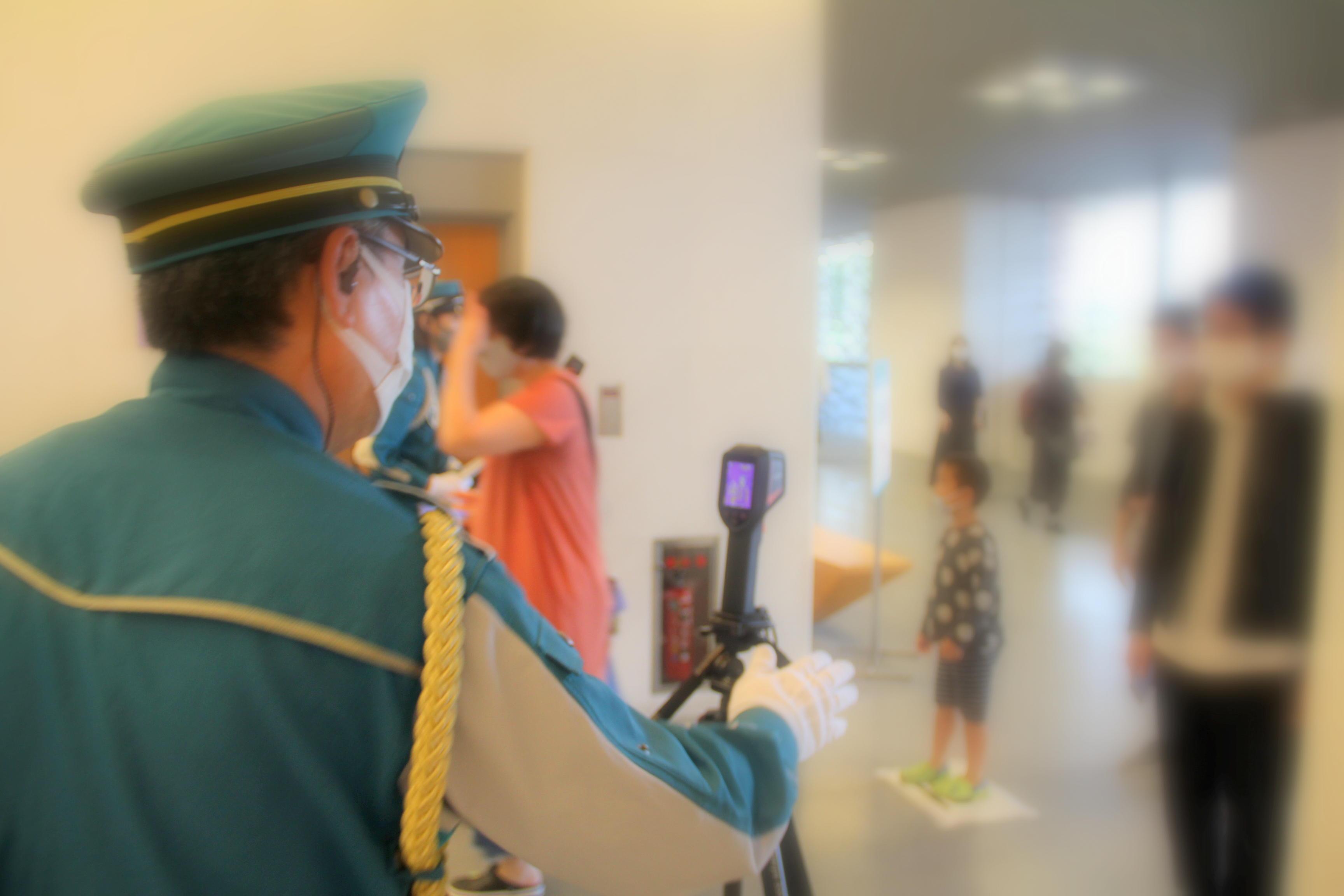 会場入口ではサーモカメラを使用
