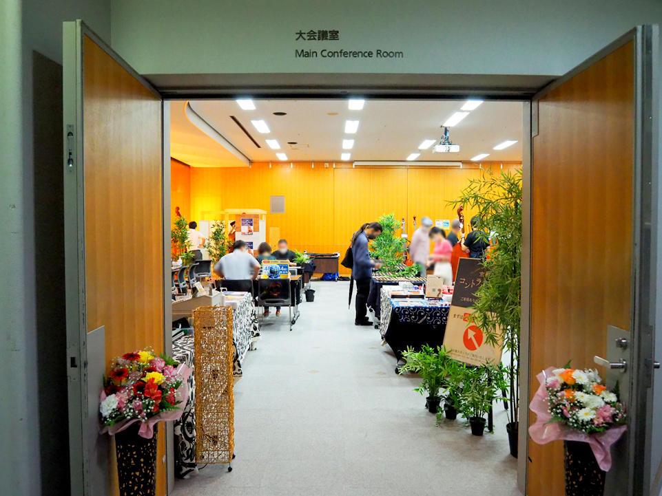 大会議室 入口から室内の様子