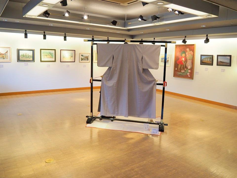 A室には絵画、書、和裁の作品が展示
